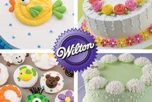 cake decorating / by Melissa Brownlee