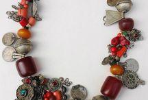 bijoux....jewelry..objets precieux..precious objects