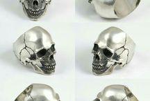 Ювелирные изделия с черепом