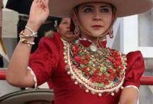 Tradición Mexicana / Vestuarios mexicanos