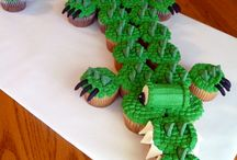 Food (Cupcakes) / Creative cupcake decorating ideas, cupcake cakes, tips, tricks, and hacks for cake decorating.