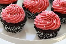 Cupcakes and Cakes / by Kellie Evans