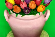 džbán s tulipánmi