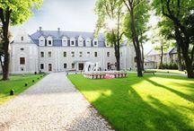 Hotel Zamek Lubliniec / Hotel Zamek Lubliniec jest niepowtarzalnym miejscem do organizacji wymarzonych przyjęć weselnych, balów, imprez rodzinnych oraz innych przyjęć okolicznościowych.  Piękne zabytkowe wnętrza sali restauracyjnej, profesjonalny personel i wytworne dania pozwolą, by każda chwila spędzona w naszych gościnnych progach była wyjątkowa.  Posiadamy także szeroki wachlarz dodatkowych atrakcji, które sprawią, że Państwa przyjęcie będzie niezapomniane.