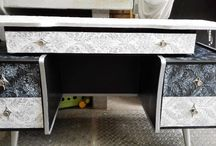 """ My vintage Paradiso "" / Restoring old furniture into something different by using different textures"