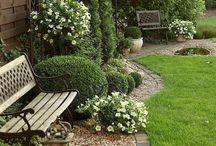 Inspiration - Gartengestaltung / Fenster machen ja bekanntlich die Fassade.....Dabei darf aber auch nicht auf die Gartengestaltung vergessen werden - denn nur so wird das Gesamtbild der eigenen vier Wände vollständig. Von romantischen Flair bis hin zu puristischen Ambiente ist alles möglich.
