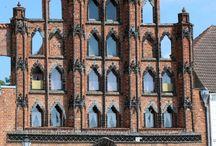 Wismar / Fotos, Geschichten und Hintergrundinformationen zu Gebäuden in der #Hansestadt #Wismar. Weitere Bilder und Hintergründe unter: http://hansestaedte.com/category/bilder/wismar/
