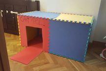 casa hecha con alfombra de piezas puzzle
