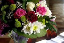 dekoracje kwiatowe na stół