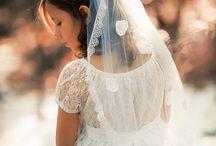 First Communion Photo Shoot Inspiration / Beautiful inspiration and ideas for beautiful first holy communion photos.