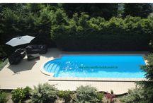 Poolterrassen aus UPM ProFi Design Deck 150 / Poolterrasse aus UPM ProFi Design Deck 150 in der Farbe Sonnenbeige. Mit einem Adlerdesign im Terrassendeck montiert.