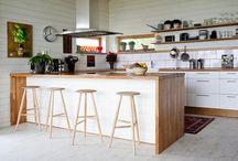 Cocinas blancas y de madera