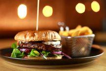 Dania typu Fast Food - Pianka z Tanka całodobowa restauracja w Warszawie / Lokale serwujące potrawy typu fast food na dobre zajęły miejsce w kulinarnej tradycji europejskiej. Burgery, hot-dogi, pizze, zapiekanki - to wszystko co kojarzy nam się z przygotowywanym szybko jedzeniem zostało przedmiotem kulinarnych eksperymentów. Pianka z Tanka stworzyła autorskie burgery.  http://piankaztanka.pl/menu/#sniadania