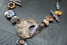 metal ve taş boncukla  kolyeler