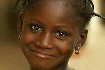 Sorridi ,e la vita ti sorride! / Anche se non  sempre è facile, affrontare la vita con il sorriso può aiutarci a vedere la vita con altri occhi! Io cerco sempre di farlo. Portare un sorriso a chi non sorride, può fare davvero tanto!