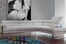 Sofas / Squadra / Colecciones de sofás distribuidos por Squadra. Equilibrio entre confort, diseño i prestaciones.