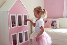 Dollhouse/cabinets