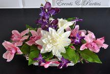 Kosz Bukiet Dalia i storczyk / Wygląda bardzo naturalnie, jak z kwiatów żywych. Bukiet wykonany w tonacji różowo - ecru z nutą ciemnego fioletu, umieszczony w ślicznym koszyczku.