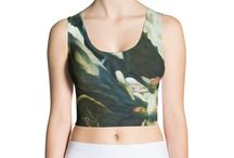 WOMEN CROP - TOP / Look fabulous in an all-over printed, body-hugging crop top.