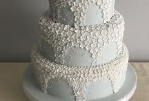 Floral wedding cakes / Floral wedding cakes using sugar craft in colours on luxury and rustic cakes