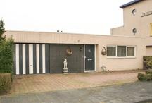 """VERKOCHT Huis te koop: Keulenstraat 16 Zwolle / http://zomermakelaars.com  Zomer Makelaars biedt aan: Royale hofbungalow met garage en patio gelegen aan de Keulenstraat 16 Zwolle-Hanzeland. Deze bungalow biedt volop mogelijkheden voor """"werken vanuit huis"""", de achterste kamer is maar liefst 30m2 groot waardoor hier met gemak een kantoor of werkruimte kan worden gerealiseerd. Alle ruimtes zijn beschikbaar op de begane grond waardoor deze woning ook zeer geschikt is voor ouderen, mensen die moeilijk ter been zijn of rolstoel gebruikers."""