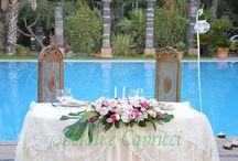 Centrotavola Sposi / Allestimento particolare per il tavolo degli sposi, con fiori candele e luci soffuse