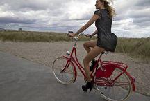 Girls on bikes / Fotos de usuarias de bicicleta urbana... Chicas chic.