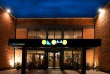 Hôtel Onomo Dakar Airport  / Situé à 5 mn de l'aéroport Léopold Senghor de Dakar (Sénégal), l'hôtel offre tous les services d'un grand hôtel pour un prix plus abordable : restauration et réception 24h/24 7 jours sur 7, wifi gratuit dans tout l'hôtel, salle de réunion.