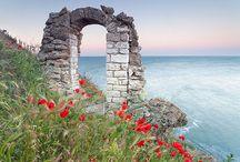Bulgária utazás / Fedezzük fel Bulgáriát A-tól Z-ig újra! Ma már Bulgária egy pezsgő ország, ahol megfelelő színvonalú szállodákat és napozásra csábító tengerpartot találunk. Last minute Bulgária utazás ajánlatok: http://www.divehardtours.com/napospart-nyaralas/