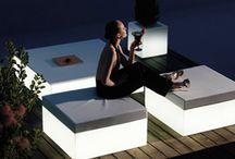 Loungemeubilair @ Verlichtmeubilair / Of je nu een lounge-gedeelte in een bar wilt inrichten, je terras een nieuwe look wilt geven of voor een feestje een bijzondere aankleding zoekt, met verlicht loungemeubilair geef je een mooie verlichte look aan je ruimte.  - http://www.verlichtmeubilair.nl/loungemeubilair.html -