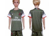 Billige AC Milan trøje Børn / Billige AC Milan trøje Børn på online butik. AC Milan hjemmebanetrøje/udebanetrøje/målmandstrøje/trøje langærmet tilbud  med eget navn.