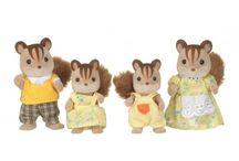 Sylvanian Families Rodzina Wiewiórek / Wyjątkowe zabawki dla dzieci marki Sylvanian Families
