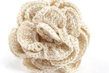 """Bijoux textiles """"Oya"""" / La dentelle «OYA», est travaillée à l'aiguille très fine avec un fil rehaussé parfois de perles pour en souligner les motifs, par les femmes d'Anatolie. Karawan revisite cet art traditionnel en inventant une collection de bijoux délicats. Un ornement d'arabesques tout en dentelle; l'éternel féminin."""