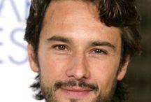 atores bonito / nossos atores são lindos e talentosos...pena que bons papeis são dado a penas a atores brancos,mas isso esta mudando os poucos.