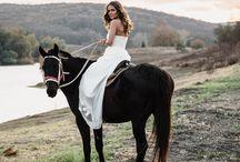 Wedding / Долина Лефкадия — идеальное место для свадьбы. Здесь каждый уголок пропитан атмосферой романтики и гармонии. Живописная природа долины, расположенной в предгорьях Главного Кавказского хребта, станет превосходной декорацией как для проведения торжества, так и выездной регистрации. Пышные и камерные, традиционные и альтернативные — для любой свадьбы в Лефкадии найдётся своё правильное место.