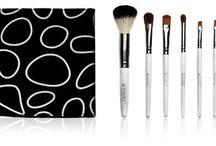 Beauty - Brushes & Applicators