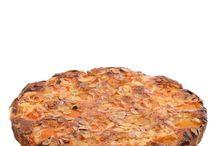 Sladké pečivo / Co kdyby zrovna dnes byla snídaně nebo svačinka z něčeho nadýchaného, křupavého, sladkého?  A uvnitř hromada máku se sušenými švestkami  nebo tvaroh s opilými rozinkami. Už jste prověřili, který muffin je lepší jestli čokoládový nebo jablečný?