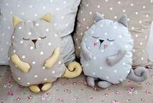 Γατούλες μαξιλαρια