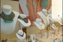 jewelry window display ideas