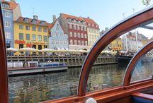 Dania z Haxelem / Kopenhaga jest metropolią liczącą ponad 1,5 mln mieszkańców, ale jednocześnie charakteryzuje się kameralnością, której brakuje wielu europejskim miastom. Miasto położone jest malowniczo nad cieśniną Sund, na wyspach Zelandia i Amager, a strzeże go najsłynniejsza na świecie duńska Syrenka.