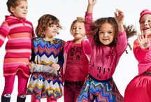 winter 2016 / With great pride, Mim-Pi presents winter 2016 collection. Besides the black and white line, you will also find cute retro dolls printed digitally on t-shirts and dresses, a sporty collection with lots of stripes and dots, and pretty printed flower styles which you can mix and match.