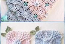 Crocheting pearl flower