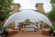 De Dome / De Dome is een grote koepeltent.