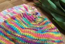 Free charity knitting patterns / Are you ready to knit for a charity? These free charity knitting patterns are simple and snug.