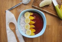 Beet Banana Mango Smoothie Bowl / Raw vegan breakfast smoothie bowl. super sweet, rich and satiating.
