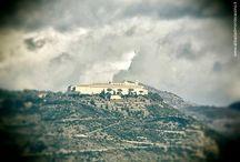 Abbazia di Montecassino / L'Abbazia di Montecassino è un monastero benedettino fondata nel 529 da San Benedetto da Norcia. Nel 18 febbraio del 1944, durante la seconda fase della battaglia di Montecassino, fu bombardata nuovamente per poi essere ricostruita così com'era all'origine.