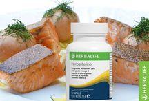 OMEGA 3 / Gli acidi grassi omega 3 favoriscono il normale funzionamento del sistema cardiovascolare. Purtroppo il nostro organismo non ne produce in quantità sufficienti, per cui dobbiamo assumerli con l'alimentazione. Possiamo mangiare pesce 2-3 volte alla settimana o fare uno spuntino con semi e frutta in guscio, oppure scegliere Herbalifeline, un integratore di acidi grassi Omega 3 per favorire la normale funzione cardiaca.