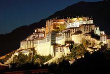 Architektur in Tibet / Traditionelle tibetische Baukunst und Gebäude in Tibet.