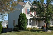 11579 Bertram St, Woodbridge, VA 22192 / Beautiful End Unit TH w/WATERVIEW in Springswoods/Lake Ridge. 3 Finished Levels with hardwood on main level, newer windows & roof. Roomy kitchen with granite, upgraded appliances. Finished basement with large rec room, den and full bath. Large deck overlooking Occoquan river and wooded area.