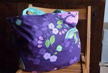 Linda bag / Borsa grande in cotone , chiusura tramite nastri, al suo interno ha una tasca applicata.